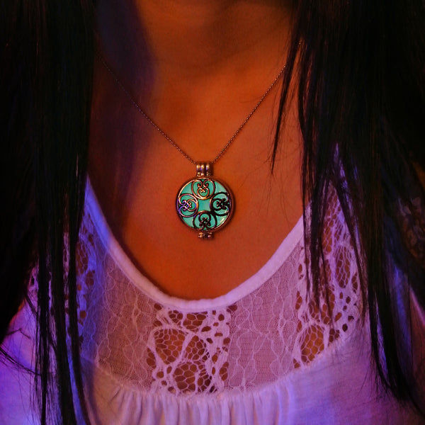 Arabesque - Turquoise - www.CuteGlow.com Glow in the dark jewelry