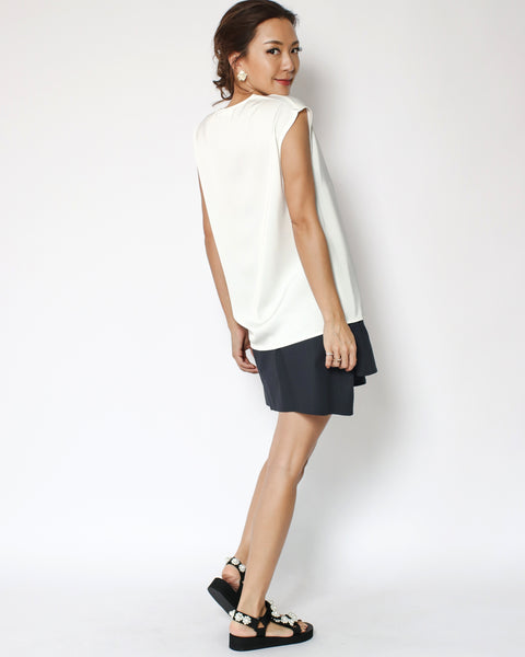 ivory slinky pocket front V neck top