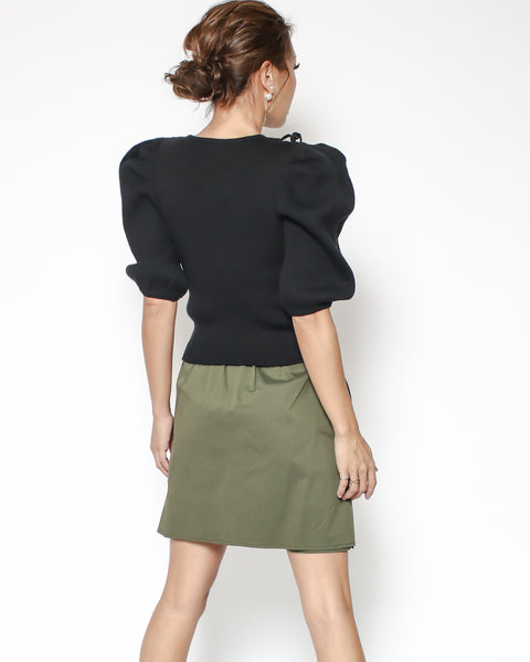 black puff sleeve cutour front top