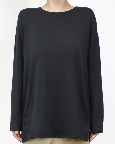 black basic long sleeves tee