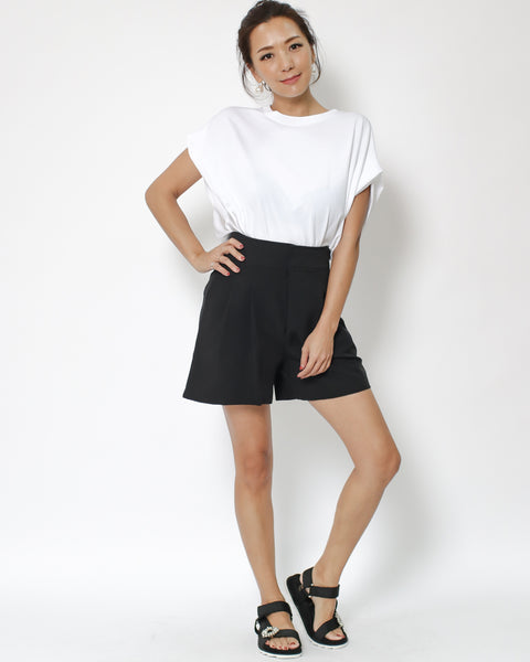 black crepe pleats shorts *pre-order*
