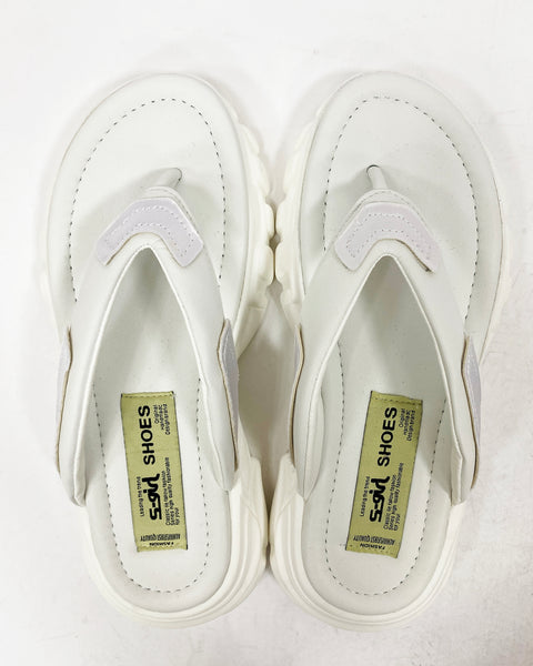 white chunky slippers *pre-order*