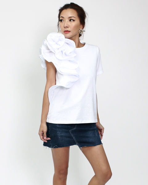 white tee with ruffles side *pre-order*