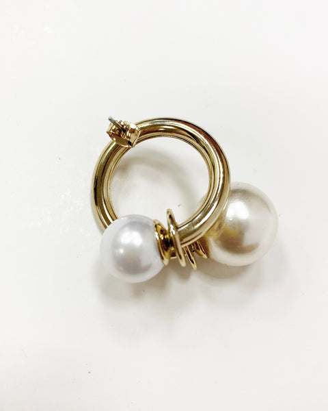 gold metal with pearls earrings