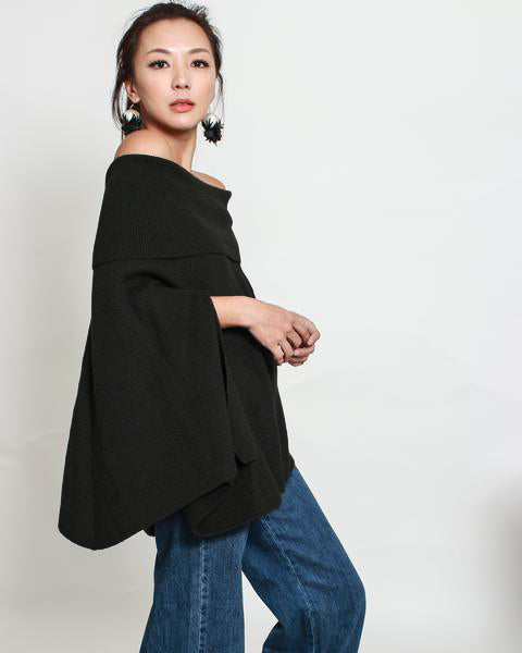 Black off shoulders knitted poncho *pre-order*