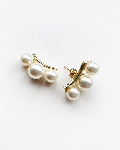pearls curve earrings