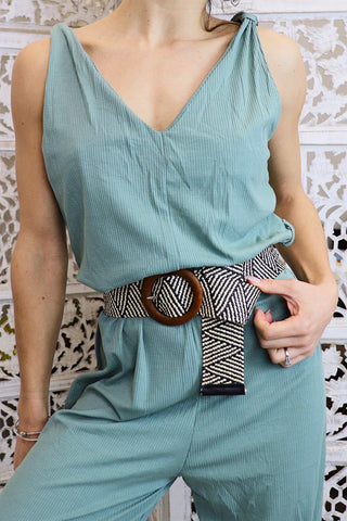 Geometric stretch belt