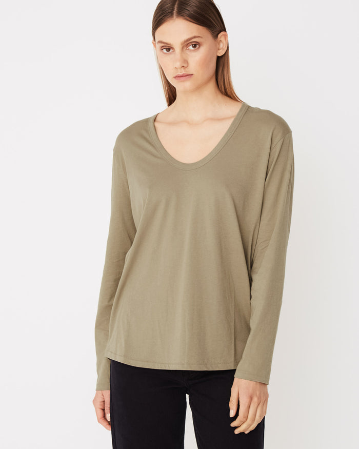 Long sleeve tee Olive, assembly label