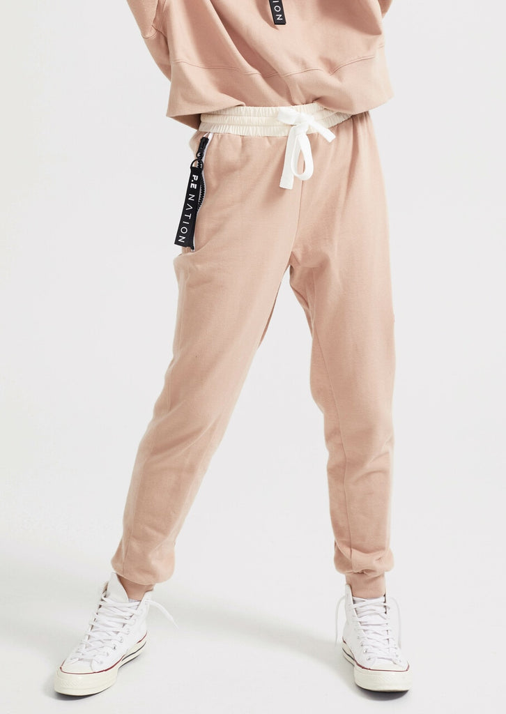 Regain Trackpant in Rugby Tan