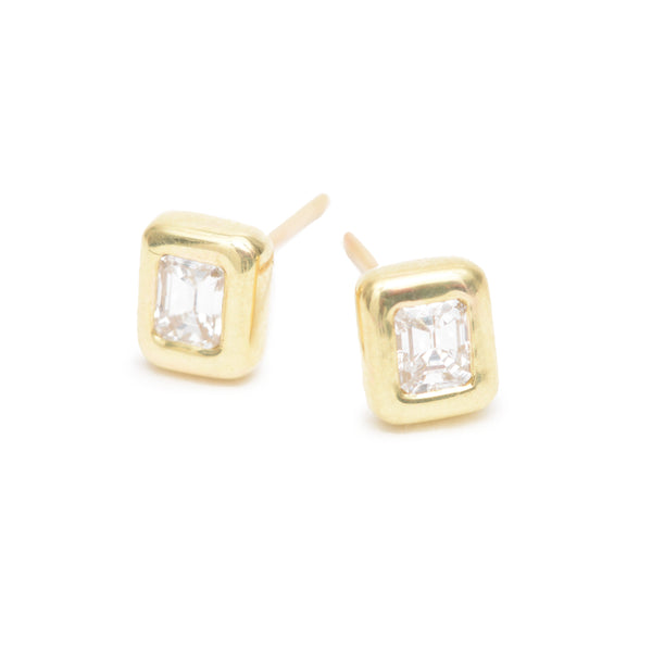emerald cut essential studs