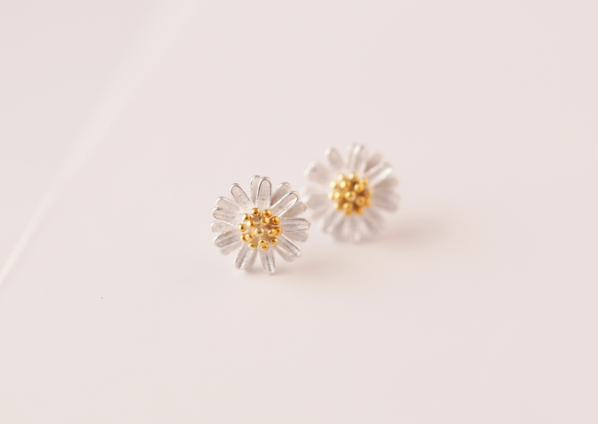 sensitive serenity daisy lrg earrings plated steel studex studs gold hypoallergenic