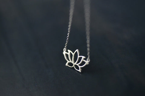 925 sterling silver  Lotus necklace,Personalized fashion necklace,simple silver necklace,a dainty gift