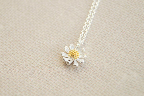 Necklace 925 sterling silver necklacelittle daisy necklacegold necklace 925 sterling silver necklacelittle daisy necklacegold stamen daisy necklace aloadofball Choice Image