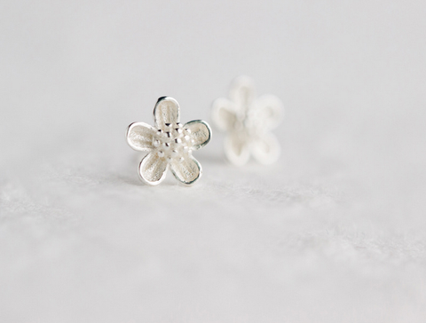 Sweet little flower 925 sterling silver earrings,a perfect gift