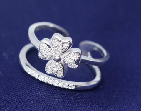 Fashion clovers 925 sterling silver ring , a perfect gift !