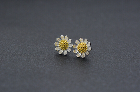 925 sterling silver daisy earrings,a perfect gift !