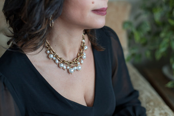 Best Boxing Day Jewelry Sale 2020- a Carolily Finery statement necklace made from Swarovski crystal pearls and gold plated chain