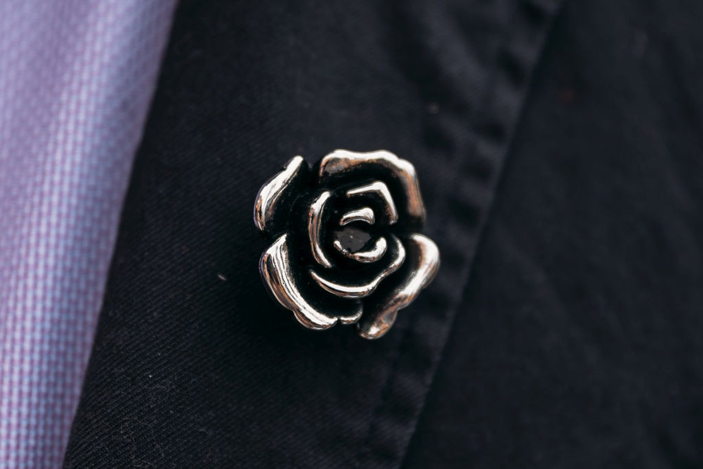 Julian Lapel Pin