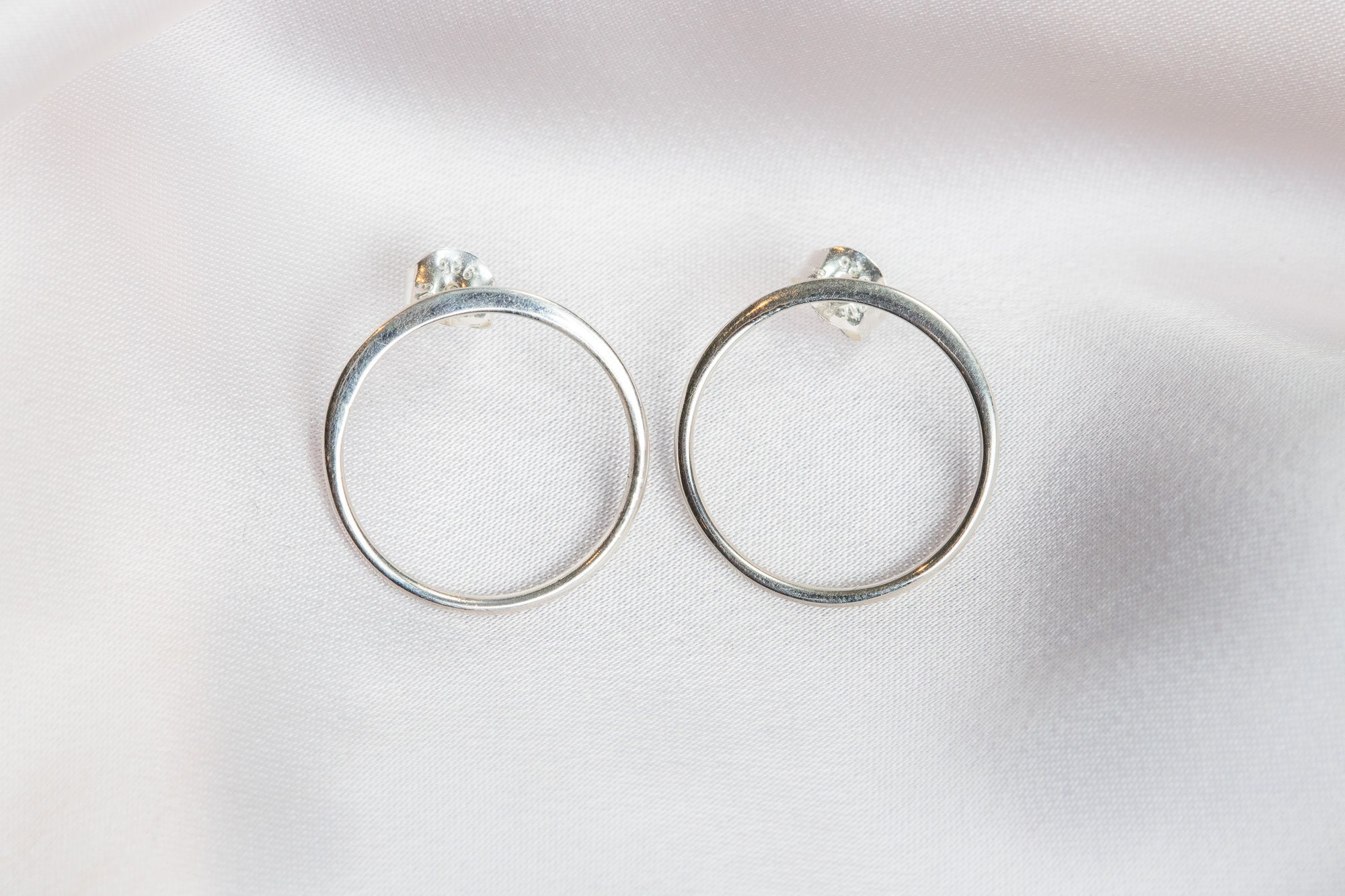Carolily Finery hoop earrings made of Sterling silver from an ethical source in Thailand