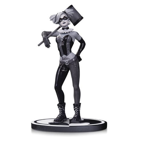 Batman Black and White Harley Quinn by Lee Bermejo Statue