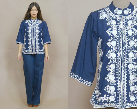 Embroidered Tunic 70s Blouse Navy Blue White Floral Mandarin Collar Bell Sleeves Ethnic Top 1970s Boho / Size S M Small Medium