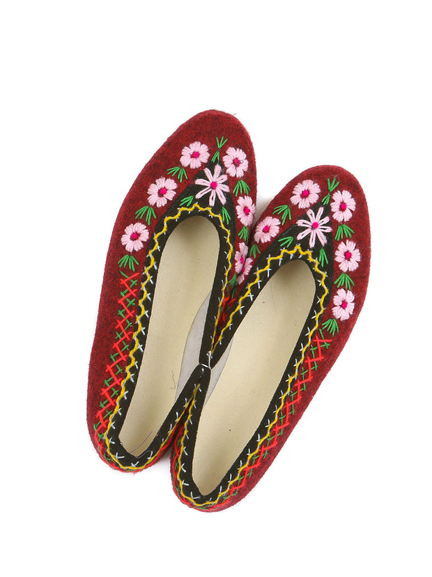 Polish felt slippers embroidered