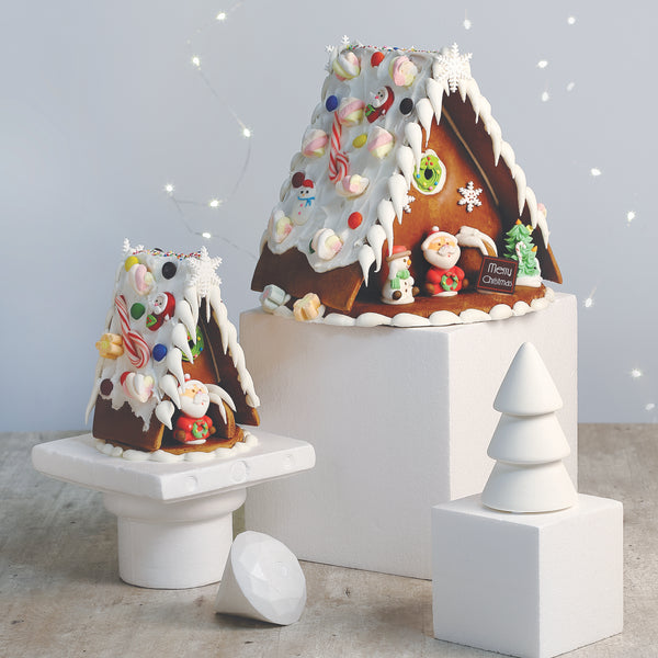 91. MONTREUX PATISSERIE GINGERBREAD HOUSE - LARGE