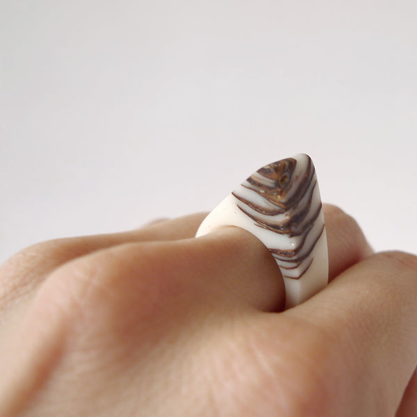 White bio resin and pinecone ring - Hidden Garden jewelry  - 2