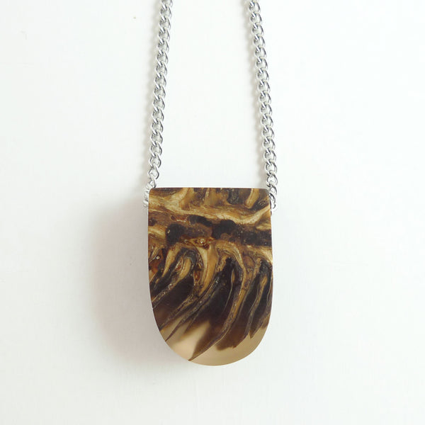 Clear resin and pinecone heart necklace - Hidden Garden jewelry  - 3