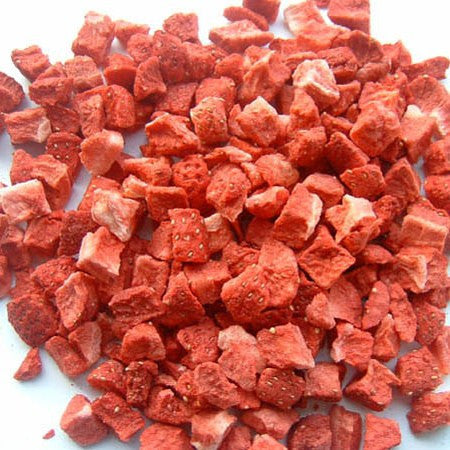 Freeze dried strawberry pieces