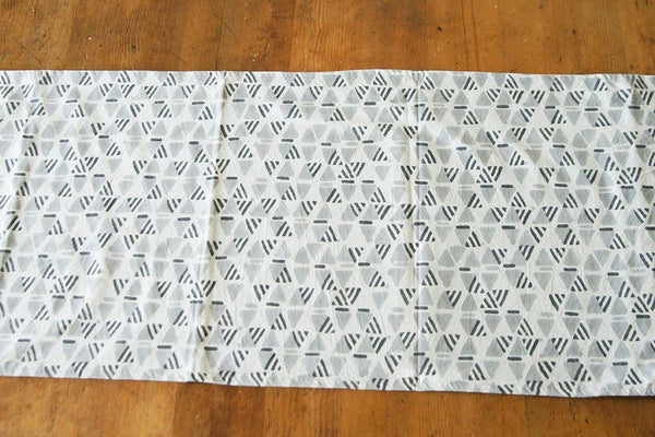 Table Runner Blockprint Triangle Runner White Grey Geometric