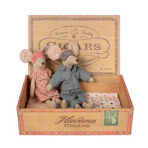 Maileg Mom & Dad Mice in Cigar Box