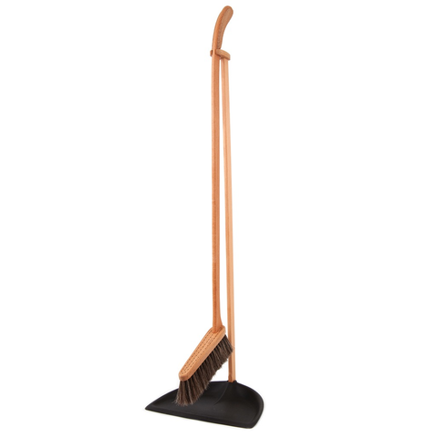 Iris Hantverk Standing Dustpan and Brush Set