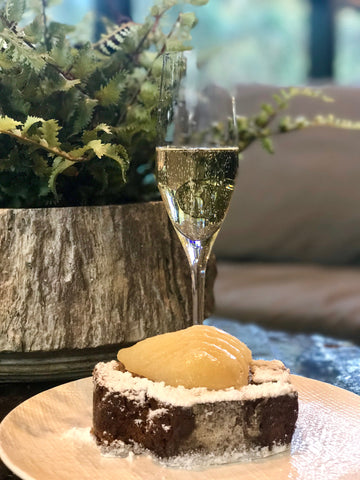 GInger bread cake and champagne