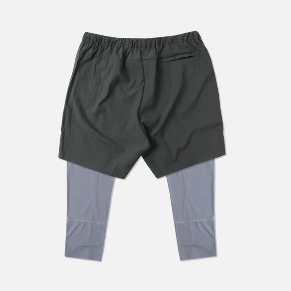 Wolves 3/4 Length Compression Shorts in Gray