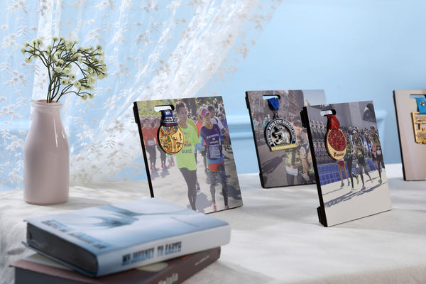 Runnerful Frame - Customized Medal Display Stand (Hold on Right)