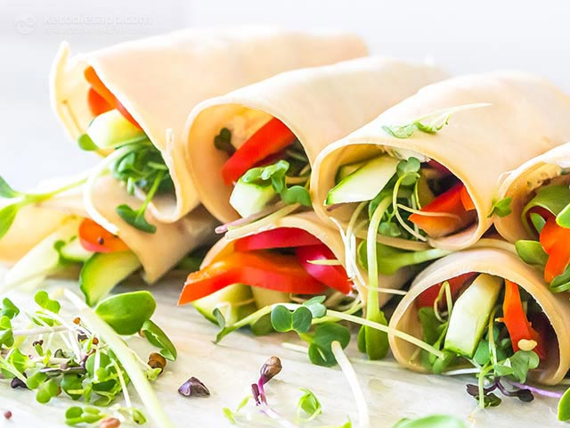 High protein low carb snacks: Turkey and veggie roll-ups