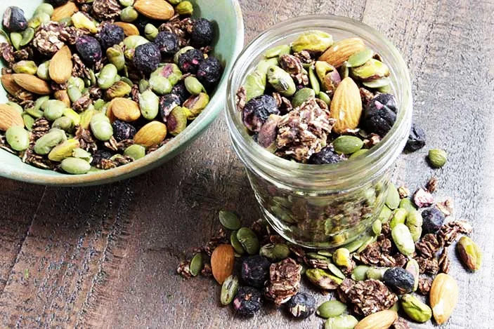 High protein low carb snacks: Vegan trail mix