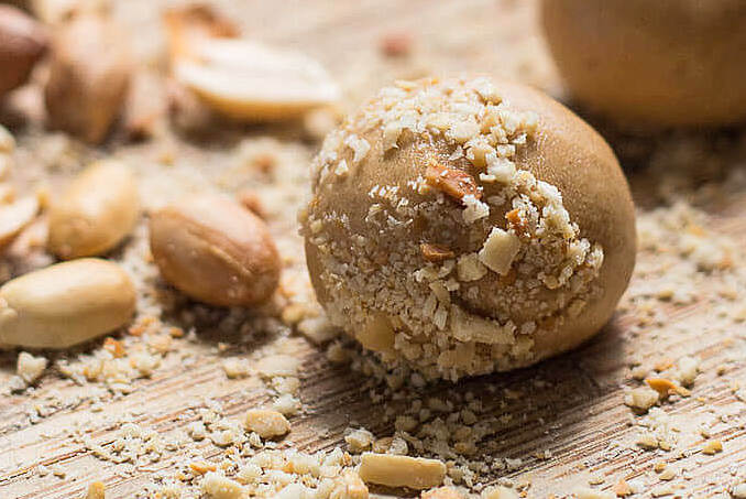 high protein low carb snacks: No-Bake Peanut Butter Balls