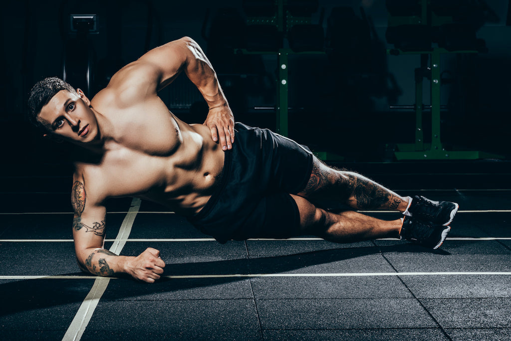 Oblique exercises: Man doing side plank