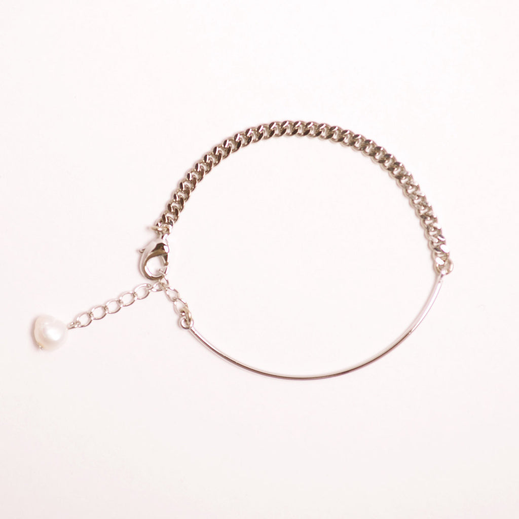 Curved Bar Chain Bracelet