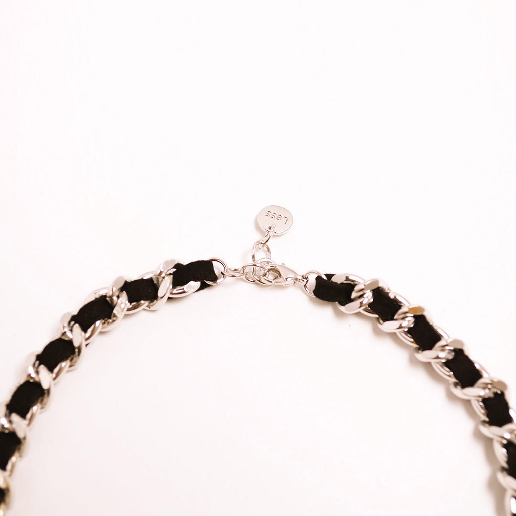 Black Chamude With Chain Choker