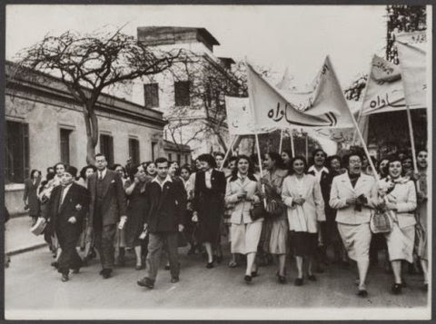 Suffrage protests 1952, Doria Shafik in the middle wearing black.