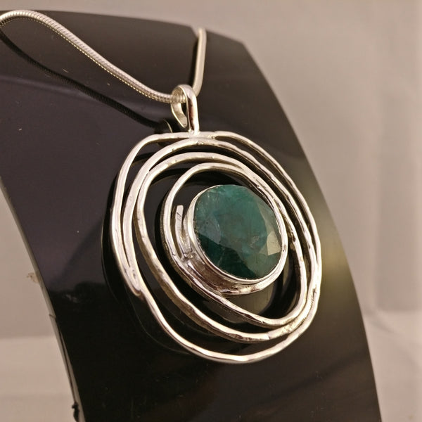 Emerald in Hammered Spiral | 925 Sterling Silver Pendant