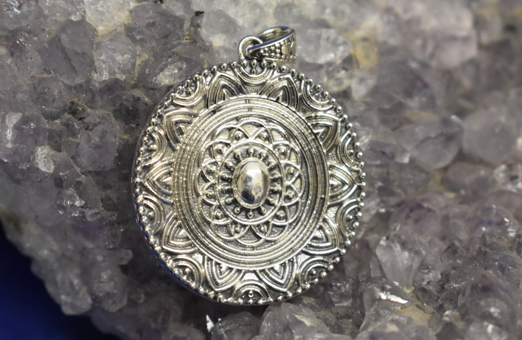 Sterling Silver Vintage Style Pendant (925)