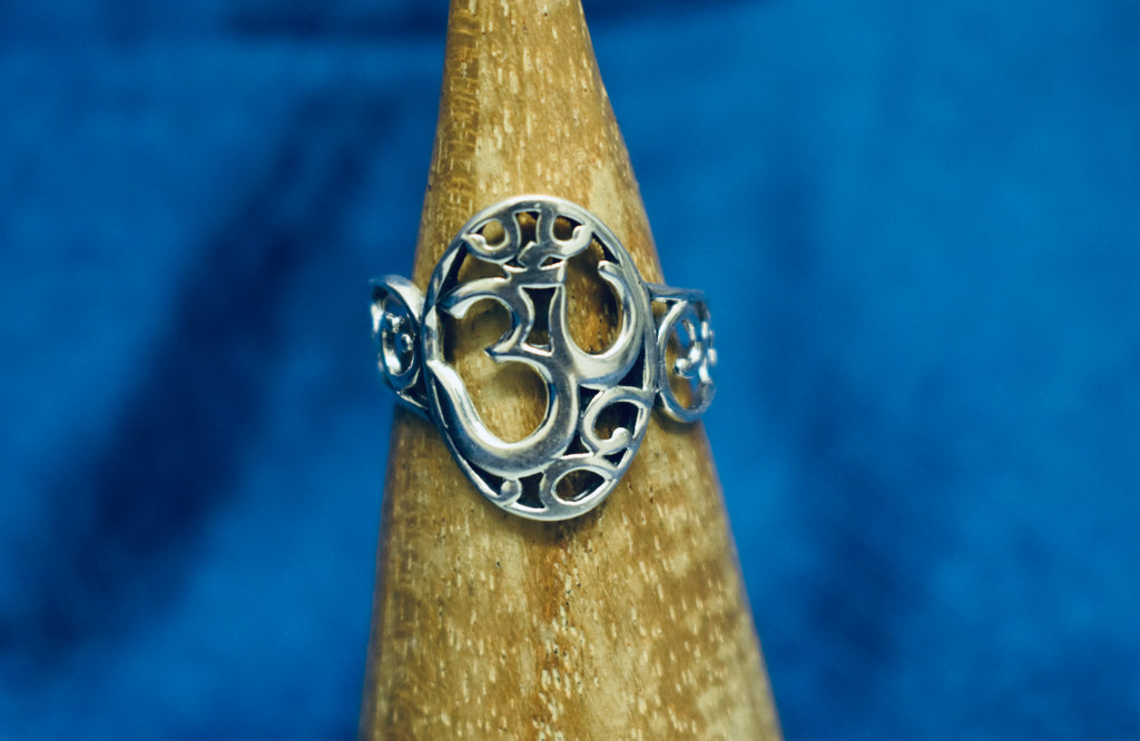 Silver Detailed Om