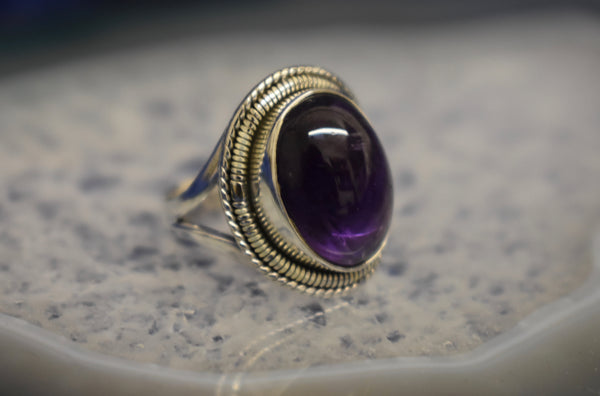 Vintage Detailed Amethyst Ring