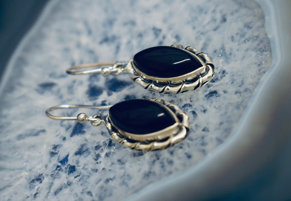 Modern Detailed Onyx Earrings