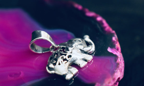 Small Detailed Elephant pendant (925)
