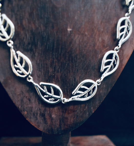 Solid Chunky Leaf Necklace